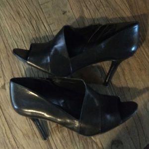 Nine West peep toe bootie shoes